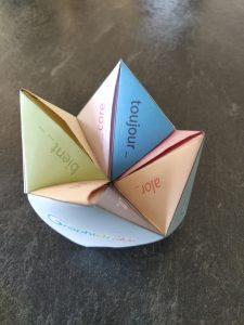 cocotte en papier des mots invariables